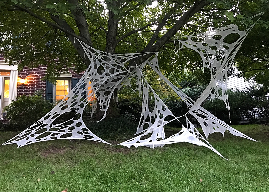 How To Make Giant Halloween Spider Webs - DIY Halloween Decor