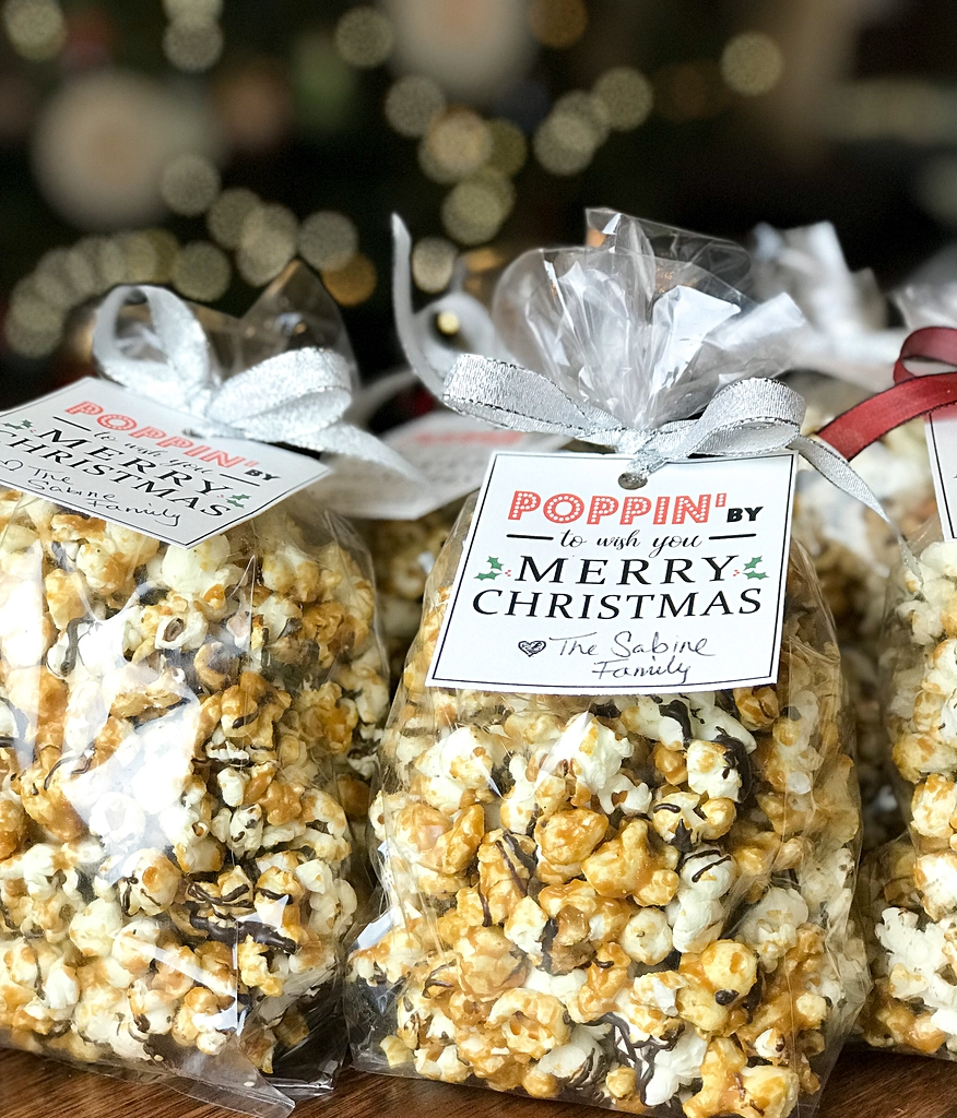 caramel popcorn, caramel popcorn recipe, neighbor gifts, hostess gifts, caramel popcorn with chocolate drizzle, chocolate