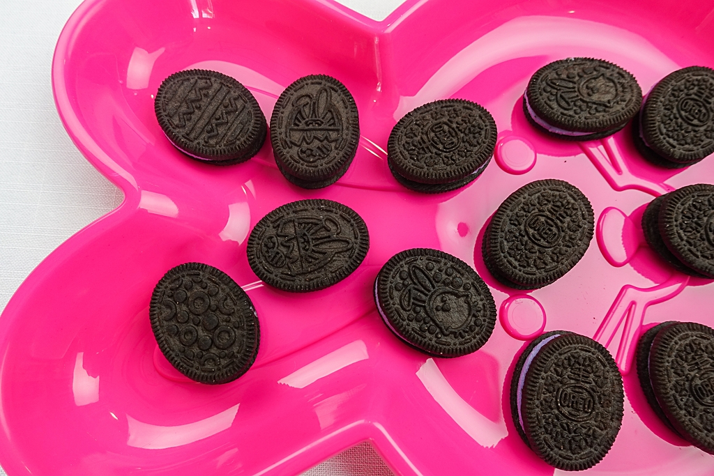 Easter Snacks For Kids - Decorated Oreo Egg Cookies