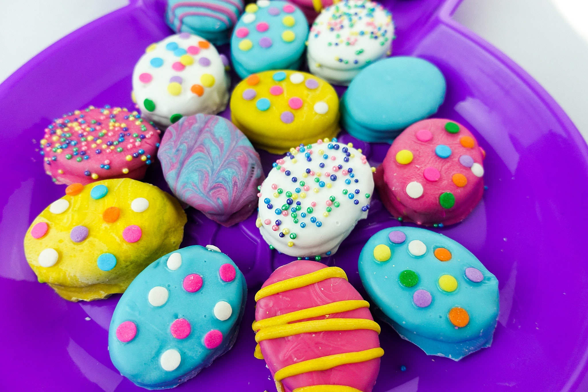 Easter Snacks - Chocolate Covered Easter Egg Oreo Cookies