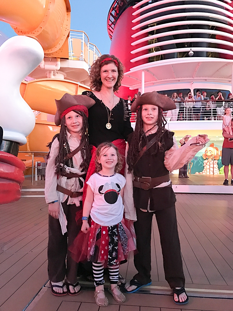 What to pack for a family cruise theme night