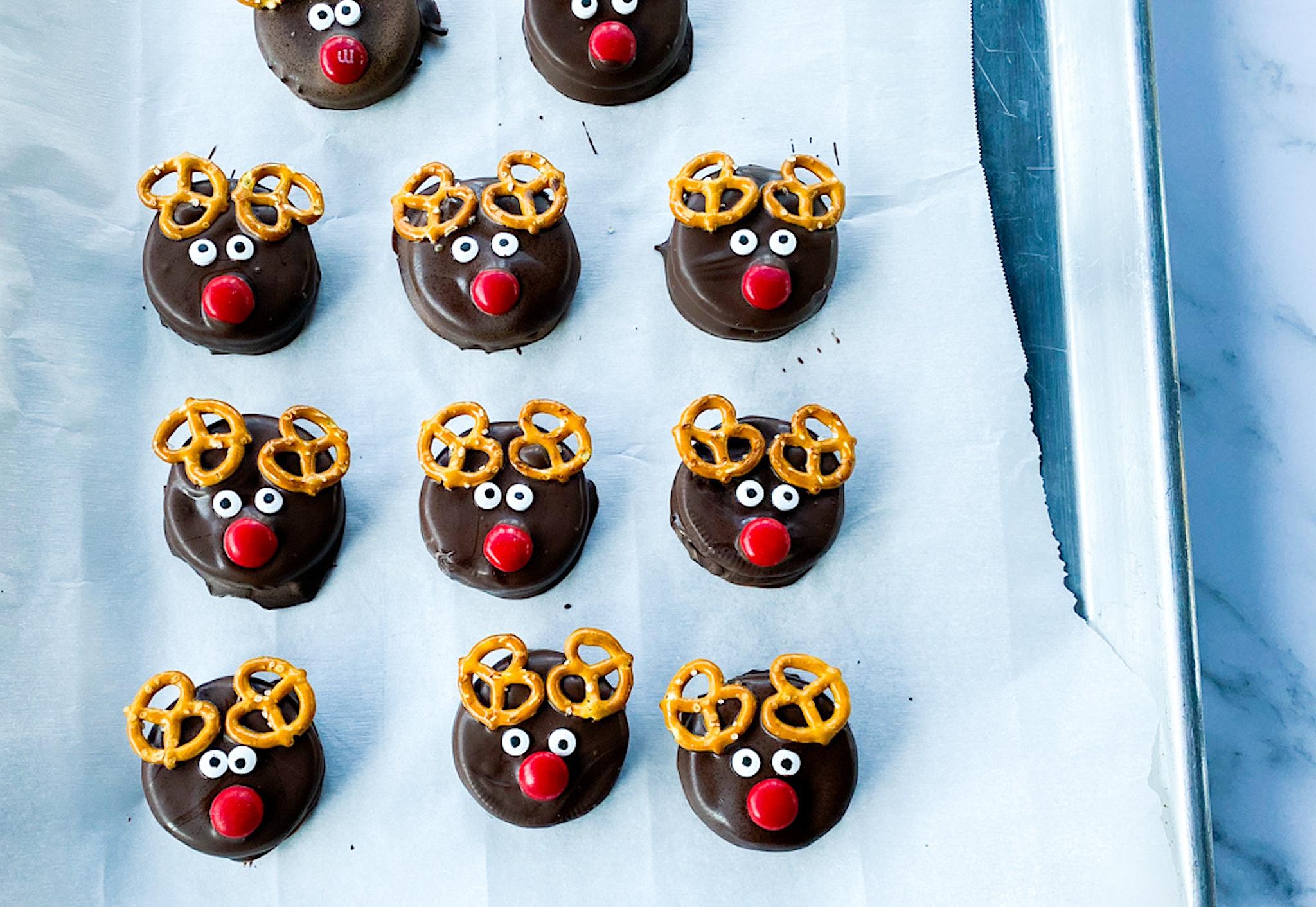 Reindeer Oreo Cookies