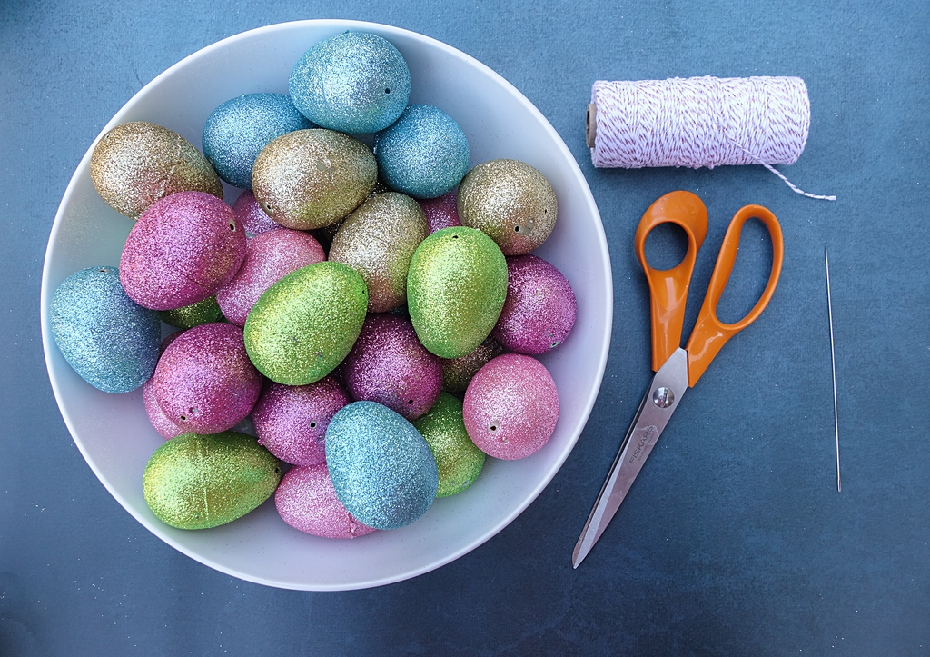 How To Make And Easter Egg Garland