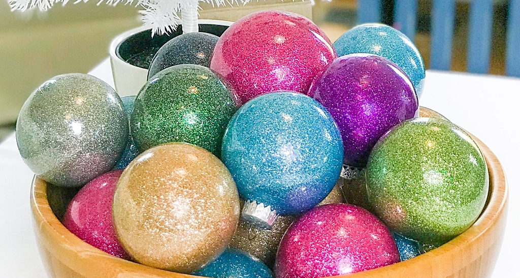 Glitter ornaments, craft, Christmas craft, glitter, kids crafts, Christmas kids crafts
