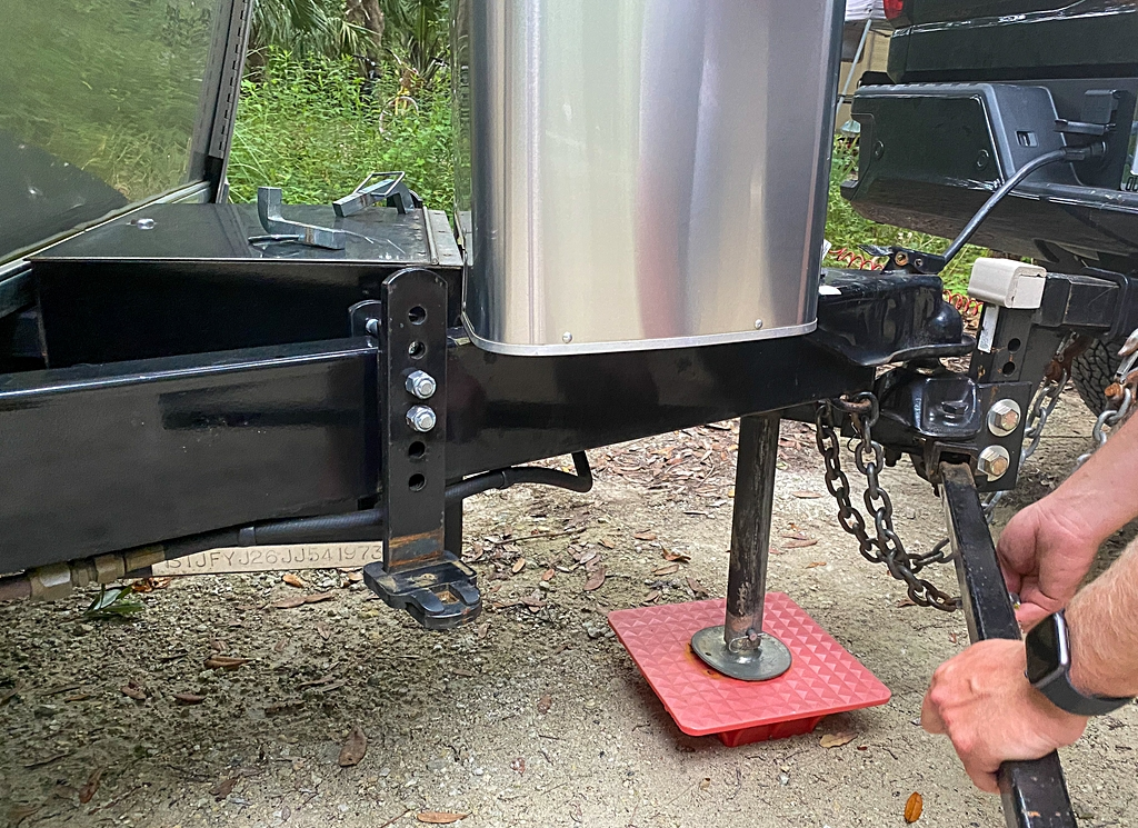 Setting up the campsite removing sway bars