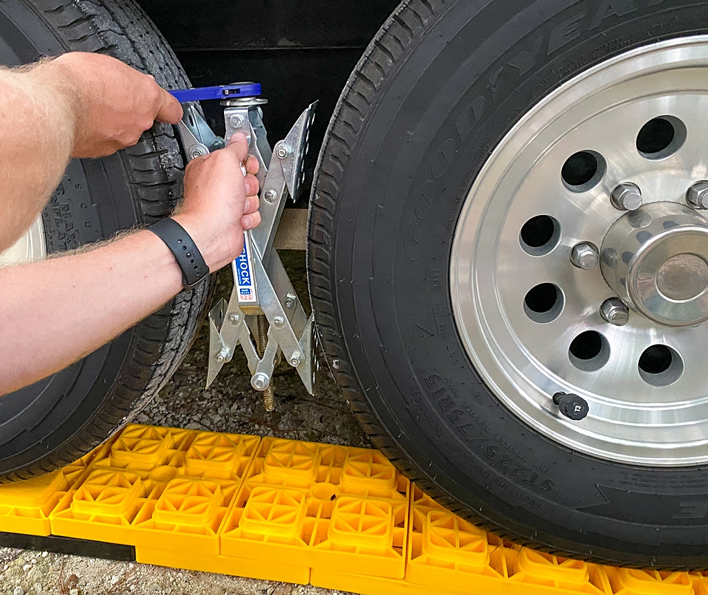 setting up your campsite putting on wheel chocks