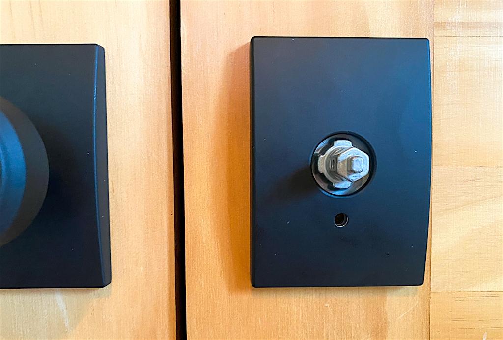 how to install doorknob